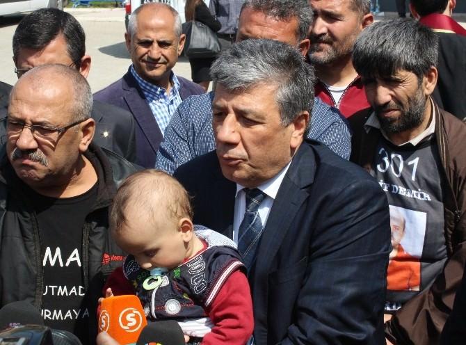 CHP'li Balbay Şehit Madenci Oğluyla Açıklama Yaptı
