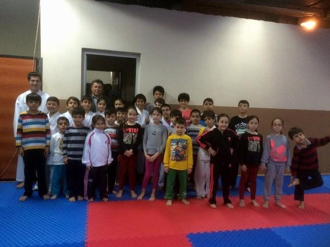 İl Müdürü Zeynel Akın'dan Minik Karatecilere Ziyaret