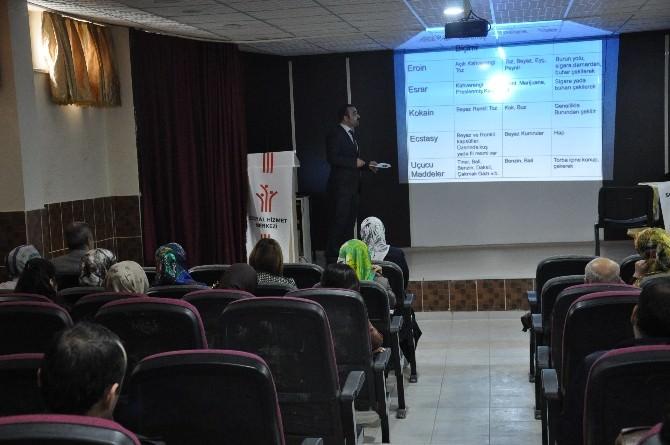 Öğretmen Ve Velilere Aile Eğitim Programı Düzenlendi