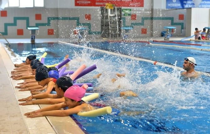 Beyoğlu'nda Yüzme Bilmeyen Kalmayacak