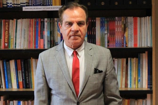 Bolu'da Öğretim Üyesi Yüzlerce Kitabını Kampüs Kütüphanesine Bağışladı