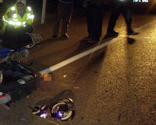 Motosiklet Trafik Levhasına Çarptı: 2 Yaralı