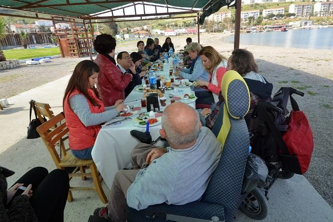 Başkan Demirağ, Engelli Vatandaşlarla Kahvaltıda Buluştu