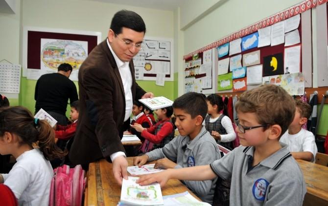 Başkan Tütüncü'den Çocuklara Kitap
