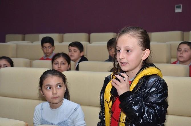 Öğrenciler Yerel Yönetimler Dersini Belediye'de İşledi