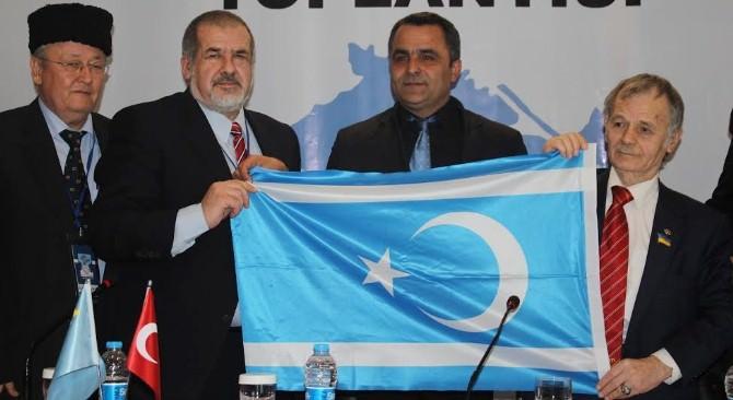 Kırımoğlu'na Türkmen Bayrağı