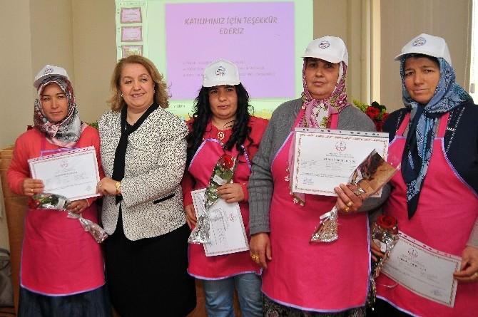 Kevser Çakacak Kadın Kursiyerlere Sertifika Verdi