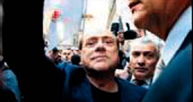 Berlusconi'ye pasaportu geri verildi