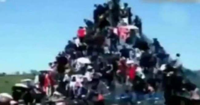 100 kişinin tırmandığı piramit çöktü: 2 ölü, 45 yaralı