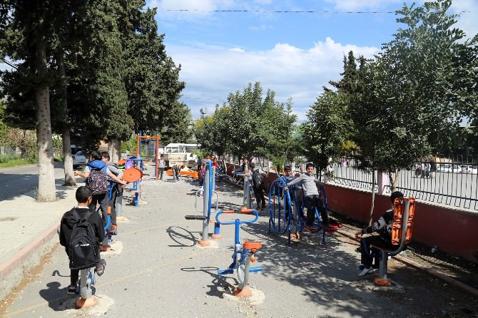 Erdemli Belediyesi'den Okullara Oyun Grubu
