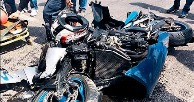 Motosiklet tutkunu doktor TIR'a çarptı