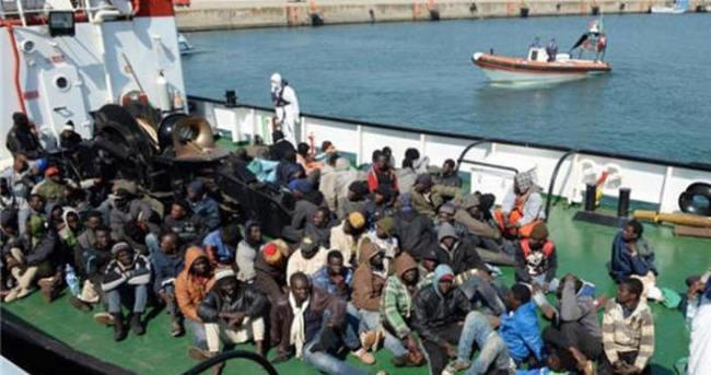 Göçmen teknesinde din kavgası: 12 kişi denize atıldı