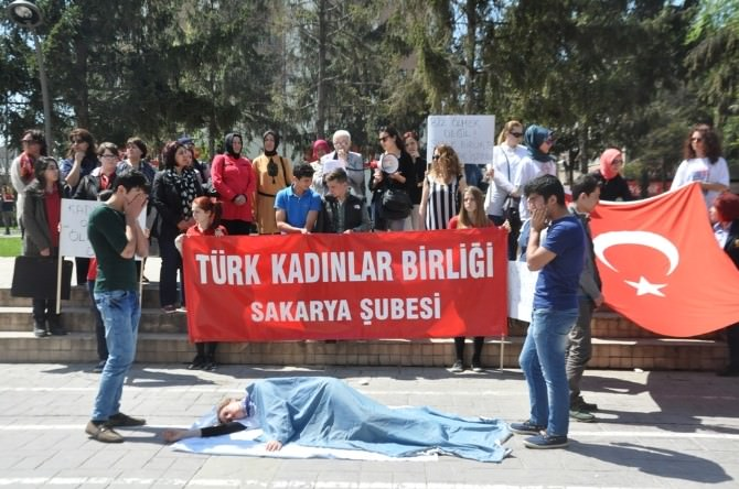 TKB Üyeleri Kadına Şiddeti Protesto Etti