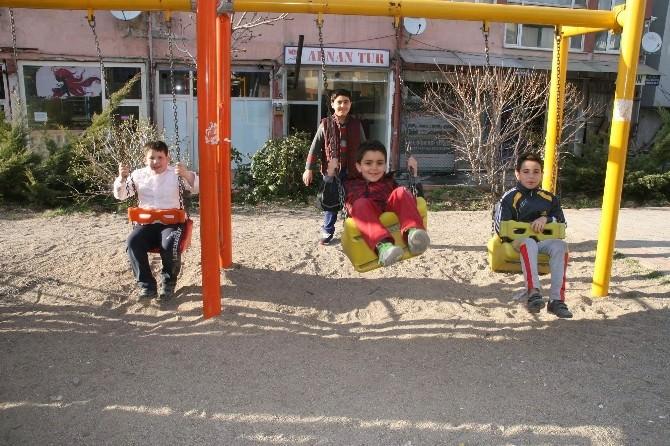 Yozgat'ta Havalar Isındı Parklar Çocuklarla Doldu