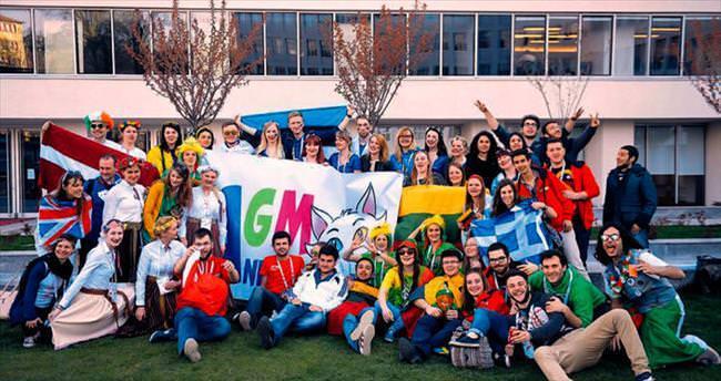 Erasmus öğrencilerinden renkli 'Gençlik Yürüyüşü'