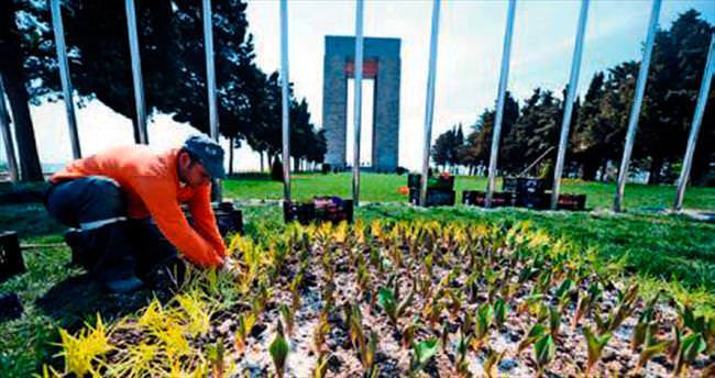 Şehitler Abidesi çiçeklerle bezendi