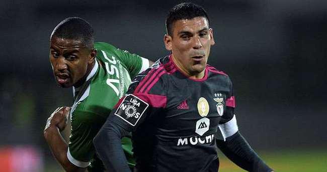 Maxi Pereira'yı Beşiktaş istedi, Galatasaray alıyor
