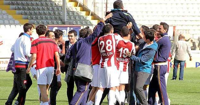 Elazığspor son 7 dakikada geri döndü