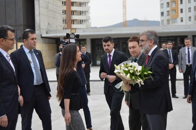 Enerji Bakanı Yıldız AGÜ'yü Ziyaret Etti