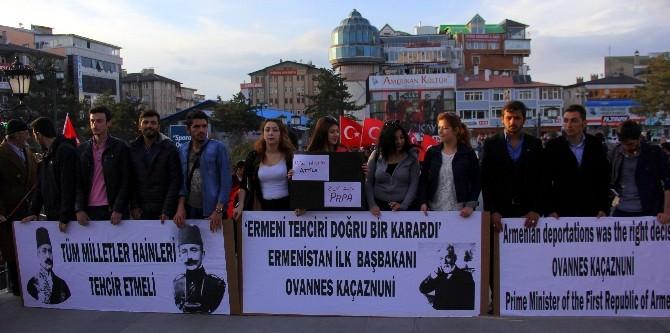 """Üniversite Öğrencileri """"Sözde Ermeni Soykırımı"""" İddialarını Protesto Etti"""