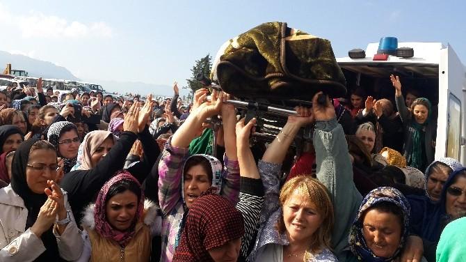 Kocası Tarafından Öldürülen Kadının Tabutunu Kadınlar Taşıdı