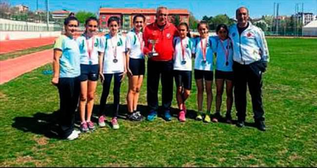 Bursa'ya bir kupa da atletlerden