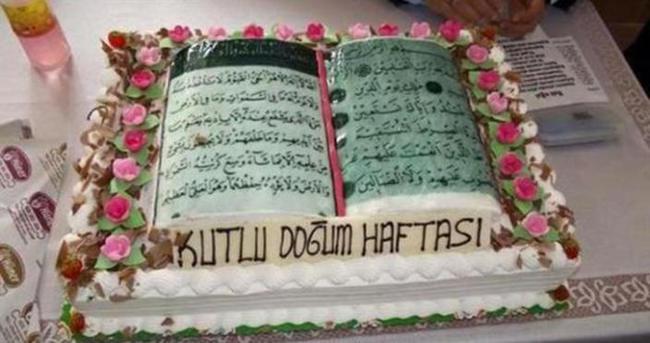 Kur'an-ı Kerim şeklindeki pastaya soruşturma