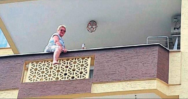 Alkollü İngiliz balkondan atladı
