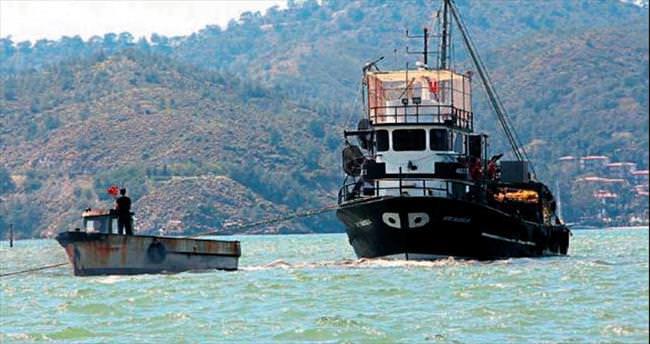 Balıkçı teknesi zor kurtarıldı