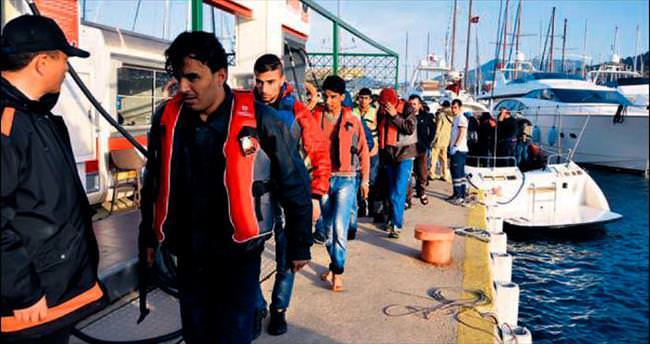 Tekne batınca adaya sığındılar