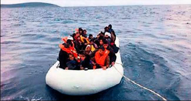 Yunanistan'a kaçarken botta ikiz doğurdu