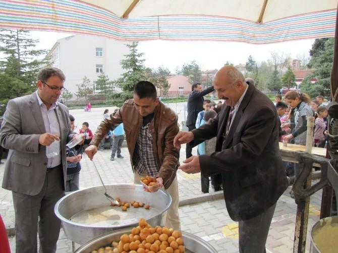 Atatürk İlkokulu'nda Öğrencilere Lokma İkramı