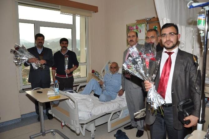 Nazilli'de Hastalara 800 Adet Gül Ve Karafil Dağıtıldı