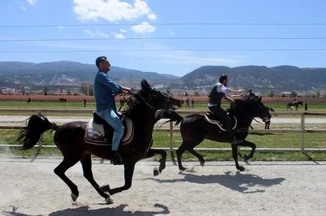 Rahvan Atlar Birincilik İçin Yarıştı
