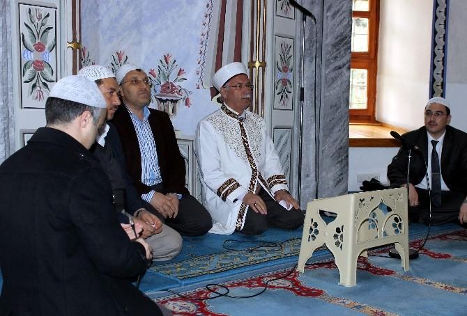 Hafız Din Görevlilerinden Kütahyalılar'a Kur'an-ı Kerim Ziyafeti