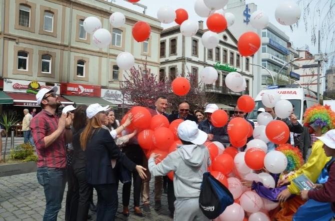 Kalp Hastalıkları Ve Kansere Dikkat Çekmek Amacıyla Gökyüzüne Balon Bıraktılar