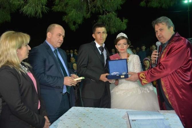 Başkan Çerçi Önce Nikah Kıydı, Sonra Harmandalı Oynadı