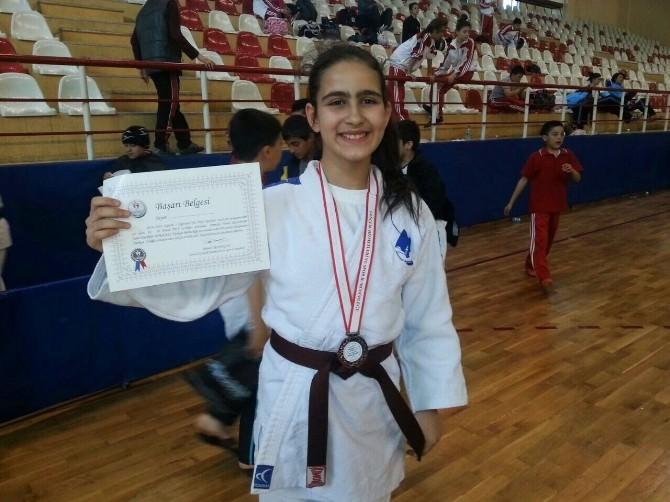 Yunusemre Belediyespor Başarısına Başarı Katıyor