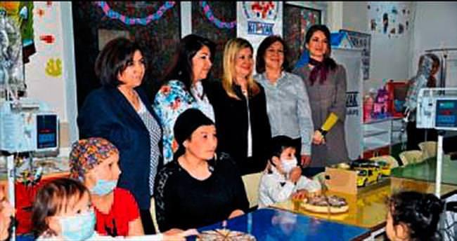 Hasta çocuklara 23 Nisan sürprizi