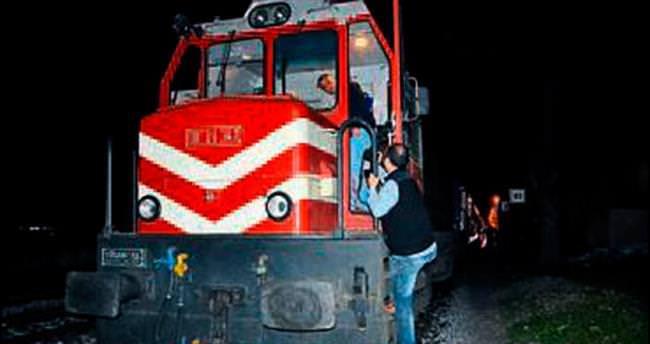 Trene atılan taş makinisti yaraladı