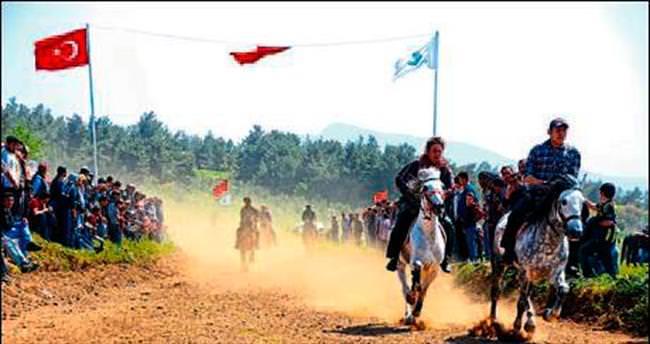 Rahvan at yarışı coşkusu