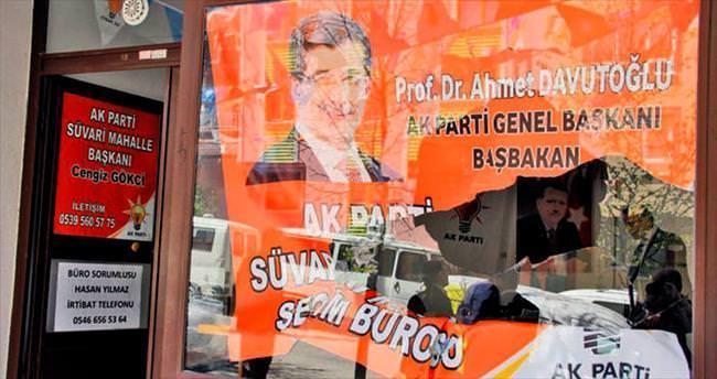 AK Parti'nin seçim merkezine taşlı saldırı