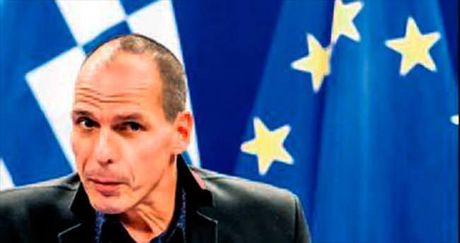 Varufakis: Bizi euro dışına iten ateşle oynar