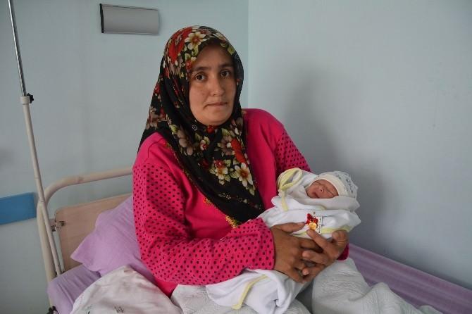'Kutlu Doğum' Bebeğine Çeyrek Altın