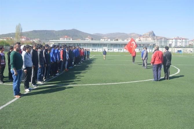 """Afyonkarahisar'da 11 Takımın Katılımı İle """"Çim Hokeyi"""" Turnuvası Başladı"""