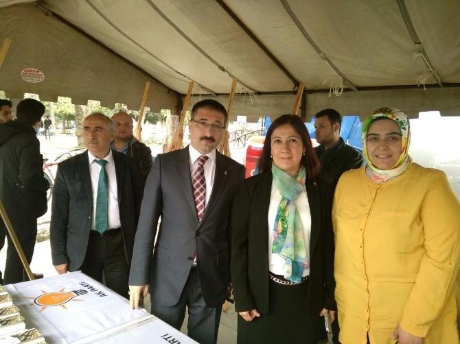 AK Partililerden Kutlu Doğum Standına Ziyaret