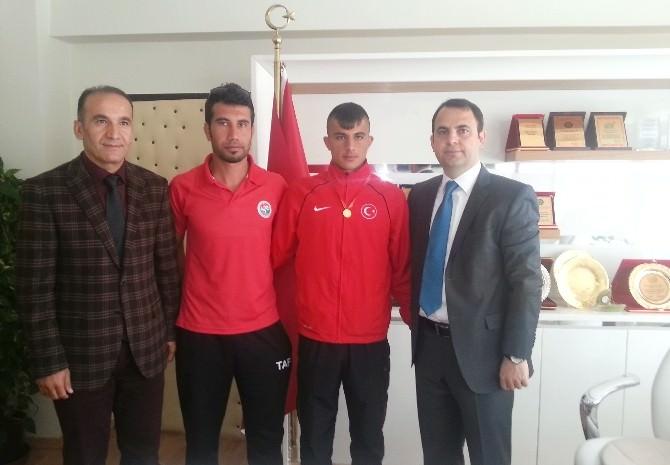 Kaymakam Ermiş Balkan Şampiyonunu Ödüllendirdi