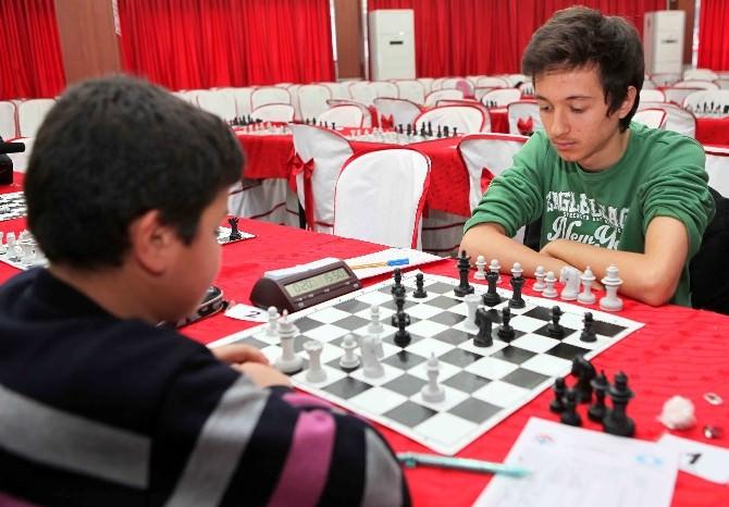Bayraklı'da 23 Nisan'a Özel Satranç Turnuvası