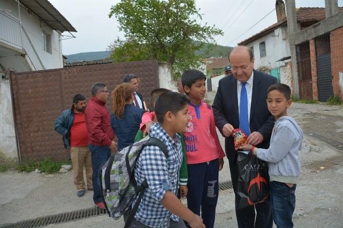 Başkan Özakcan'a Çocuklardan Sevgi Seli