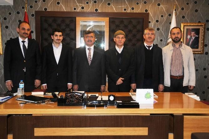 Hayrat Vakfından Belediye Başkanı Akdoğan'a Ziyaret
